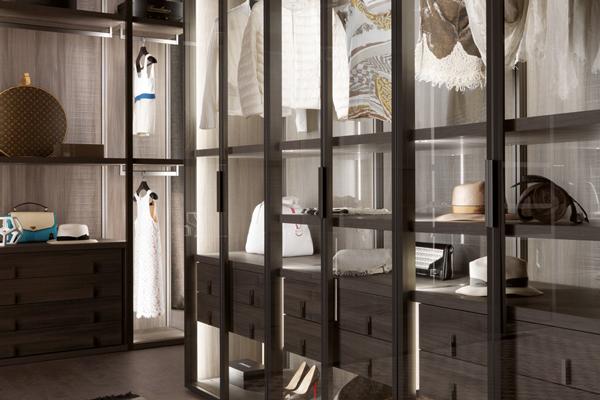 Mobili di lusso varese roman arredamento per interni for Mobili di lusso outlet